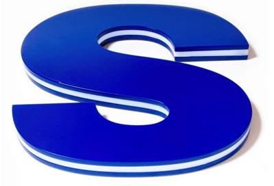 Le lettere Side sono altamente innovative. Una delle parti più interessanti dell'intero catalogo di insegne luminose di Sign Italia