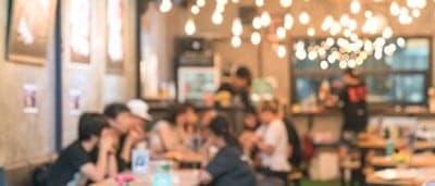 attirare clienti in un bar